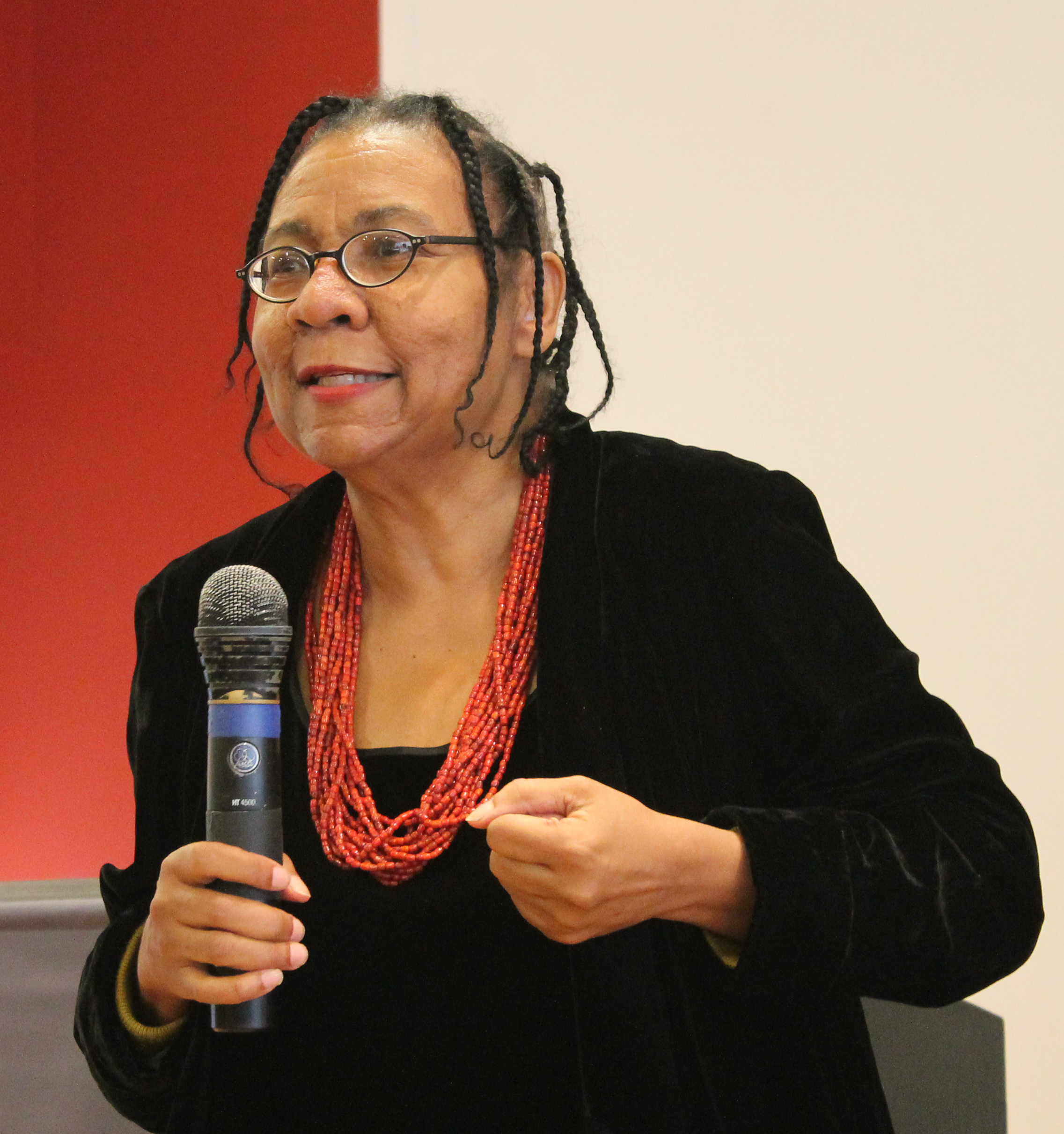bell hooks essays online 'no one is born a racist everyone makes a choice many of us made the choice in childhood-bell hooks, 2003, p 53 racism is an issue that permeates society, and, as much as teachers may wish to make them so, our classrooms are not immune to the effects of such a society.